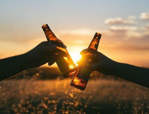 敬夢想。 Make a toast to our dreams.